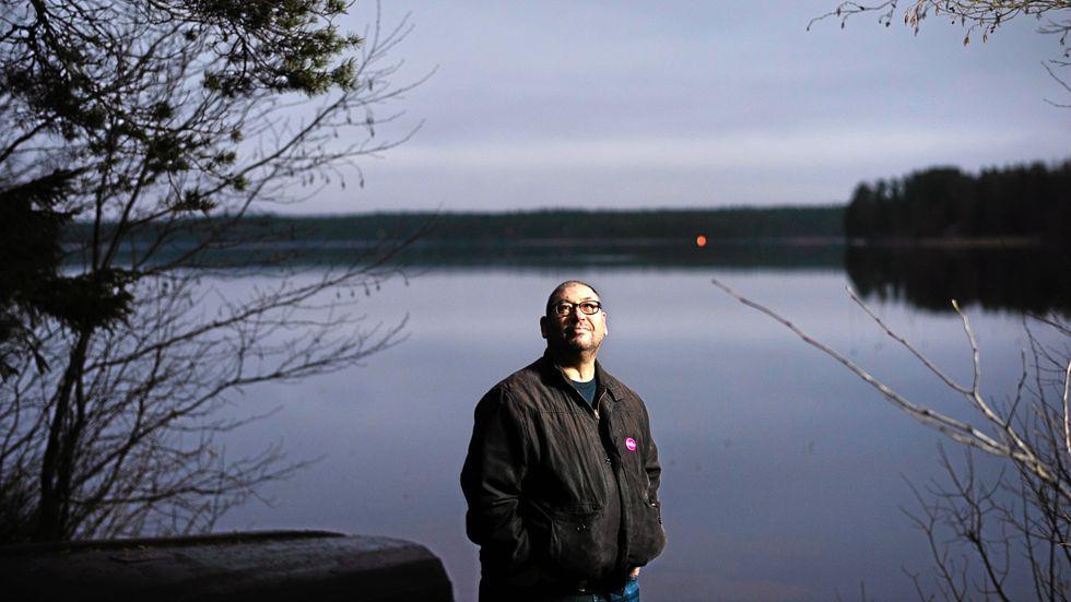 Mikael Rubin, 59, har alltid ryggat för intima relationer, av rädsla för att bli övergiven.