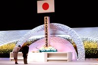 Japans kejsare Naruhito och kejsarinna Masako vid en ceremoni för att minnas offren för katastrofen den 11 mars 2011. Arkivbild.