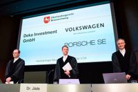 Domarna Nicolai Stephan, Christian Jäde och Friedrich Hoffmann vid måndagens rättegångsstart i Braunschweig.
