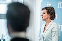Anna Kinberg Batra håller presskonferens och säger att hon tar ansvar för förtroendekrisen.