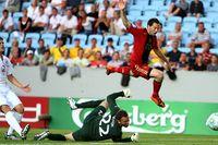 Gonzalo Castro gör 1–0 till Tyskland förbi den engelska målvakten Scott Loach.
