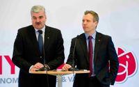 S-ledaren Håkan Juholt och ekonomisk-politiske talespersonen Tommy Waidelich.