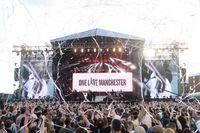 Ariana Grande bjöd Manchester på ett rosa konfettiregn.