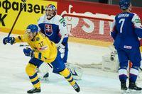 Svenskt jubel igen? Pär Lindholm jublar efter ett av Sveriges mål i 3–1-segern över Slovakien i går kväll. Blir det nytt jubel mot mardrömsmotståndaren Ryssland?