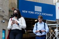 Fotgängare passerar New York-börsen. Arkivbild.