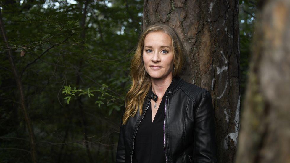 """Stina Jackson, född 1983, är uppvuxen i Skellefteå och bor nu i Denver, USA. """"Silvervägen"""" (2018) tilldelades Svenska deckarakademins pris för årets bästa kriminalroman."""