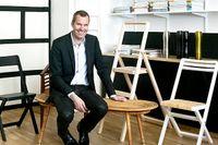 Karl Malmvall på rottingpallen medmässingstassar - en egen design som inte kommer att tillverkas i större skala, till skillnad från stegen Step.