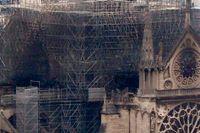 Notre Dame de Paris, morgonen efter branden som tog katedralens spira och tak.