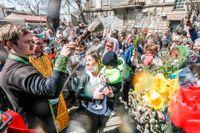 Troende i den rysk-ortodoxa kyrkan firar Jesu intåg i Jerusalem.