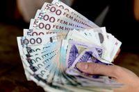 """En bank i Östergötland efterlyser en anonym kund som lämnat in """"en större summa"""" pengar till banken, utan att berätta vem hen är."""