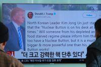En nyhetssändning i Sydkorea visar Donald Trumps Twittersvar till den nordkoreanska diktatorn Kim Jong-Un 2018.