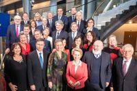 Kommissionschefen Ursula von der Leyen med sin nya EU-kommision.