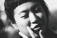 """Sharlene Teo är född 1987 i Singapore, där hon bland annat har arbetat för olika litteraturtidskrifter. Sedan ett par år är hon bosatt i London. """"Ponti"""" är hennes hyllade debutroman."""