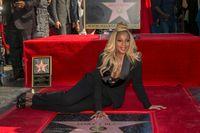 Mary J Blige med sin stjärna på Hollywood Walk of Fame.