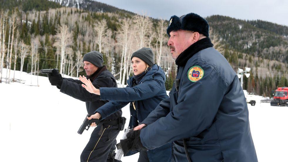 Jeremy Renner, Elizabeth Olsen och Graham Greene.