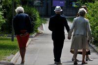 Äldre bör vara försiktiga i solen, anser Strålsäkerhetsmyndigheten. Arkivbild.
