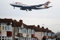 Ett flygplan på väg in för landning på Heathrow i London. Arkivbild.