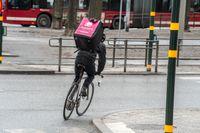 Ett cykelbud från Foodora, en av aktörerna i den snabbt växande branschen.
