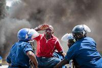 Hårda strider pågår i närheten av det statliga radio- och tv-huset i huvudstaden Bujumbura, som kontrollerats av anhängare till presidenten, rapporterar nyhetsbyrån Reuters.