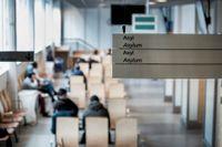 Väntsal för asylsökande på Migrationsverket i Solna.