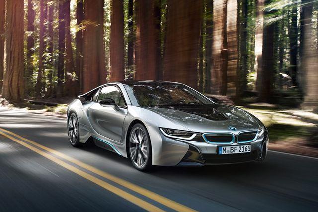 BMWi8 har en imponerande prestanda med låg bränsleförbrukning