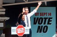 USA:s vicepresident Kamala Harris kampanjar för att den demokratiska guvernören i hennes hemstat Kalifornien, Gavin Newsom, ska få behålla sitt jobb.