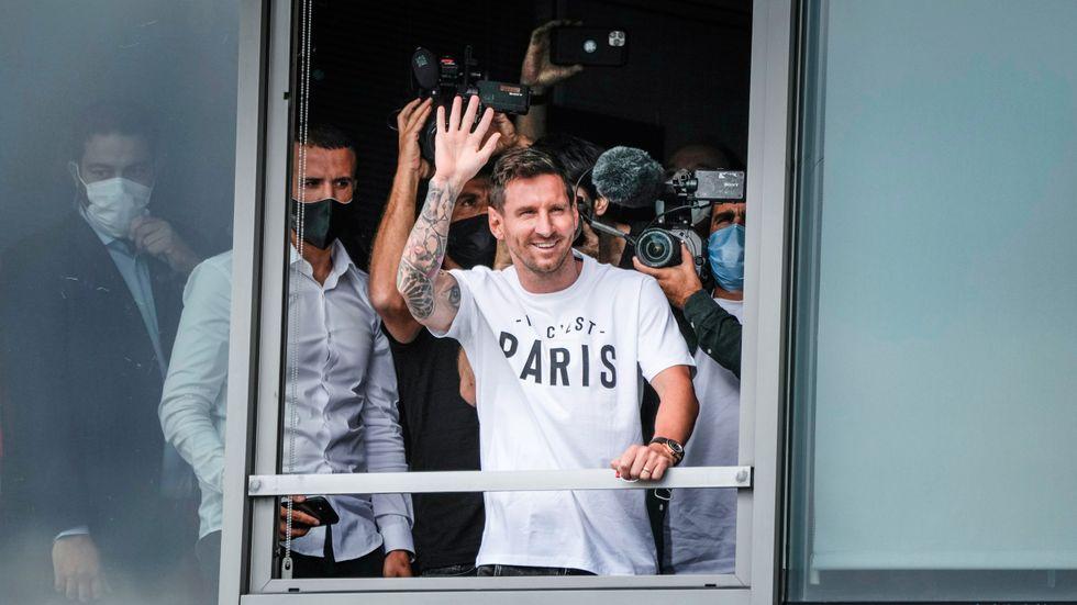 Lionel Messi har landat i Paris.