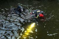 Mannen hittades död vid 12-tiden på onsdagen av dykare. Arkivbild.