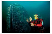 Stelen med det kungliga påbudet av Sais bärgas i havet på platsen för den antika staden Thonis Heraklion nära Nilens mynning i Medelhavet.