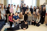 Klass 9E på Lillhagaskolan i Nykvarn ger ut en bok om sina upplevelser av lyrik i klassrummet.