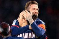 De tidigare lagkamraterna Zlatan Ibrahimovic och David Beckham utmanar varandra på sociala medier om mötet mellan Sverige och England. Arkivbild.