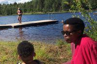 Nonhle Mbuthuma på besök hos släkten i Sverige i somras.