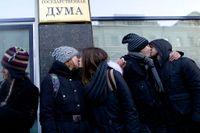 Gayaktivister demonstrerar i Moskva.