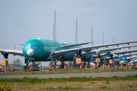 En lång rad med Boeing 777X-flygplan står uppställda vid Boeings enorma produktionsanläggning i Everett i den amerikanska delstaten Washington.