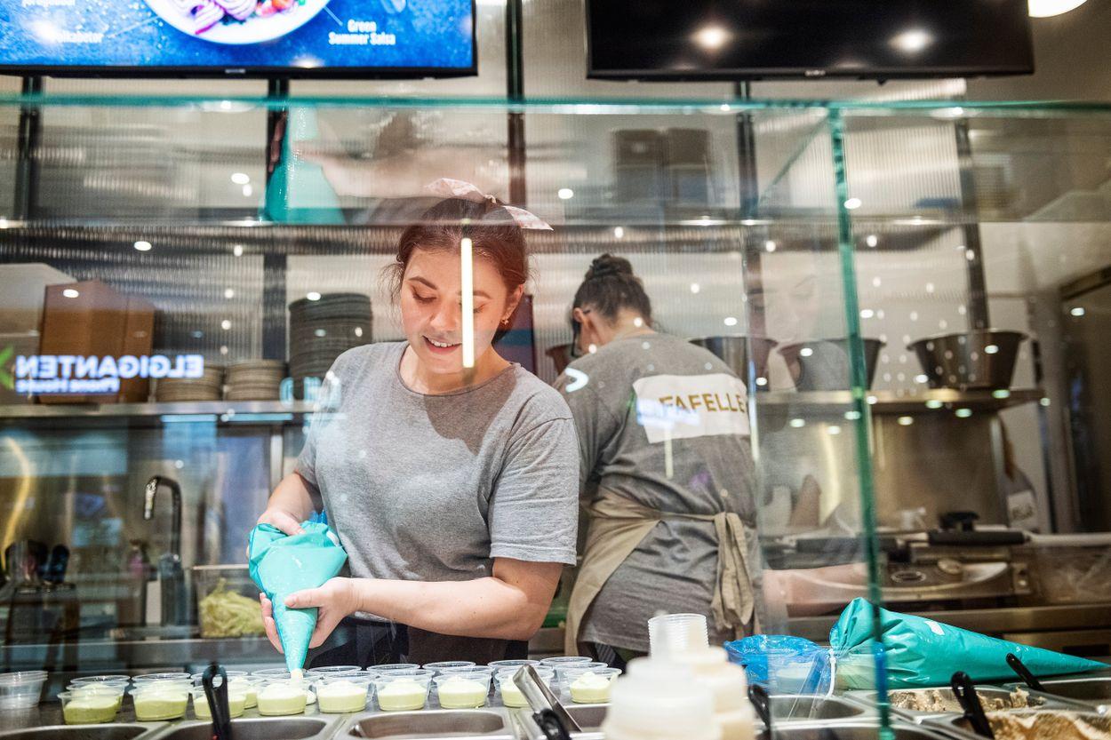 En ny trend har etablerat sig i Sverige och börjat ta allt mer mark – centralkök där flera restauranger hyr in sig på samma utrymme.