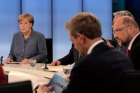 Angela Merkel och Martin Schulz (längst till höger i bild).