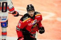 Forwarden Emil Larsson är en av fem spelare som lämnar Luleå. Arkivbild.