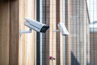 Videomaterial från 150000 övervakningskameror, bland annat från banker, fängelser och biltillverkaren Tesla, har hamnat i händerna på hackare. Arkivbild.