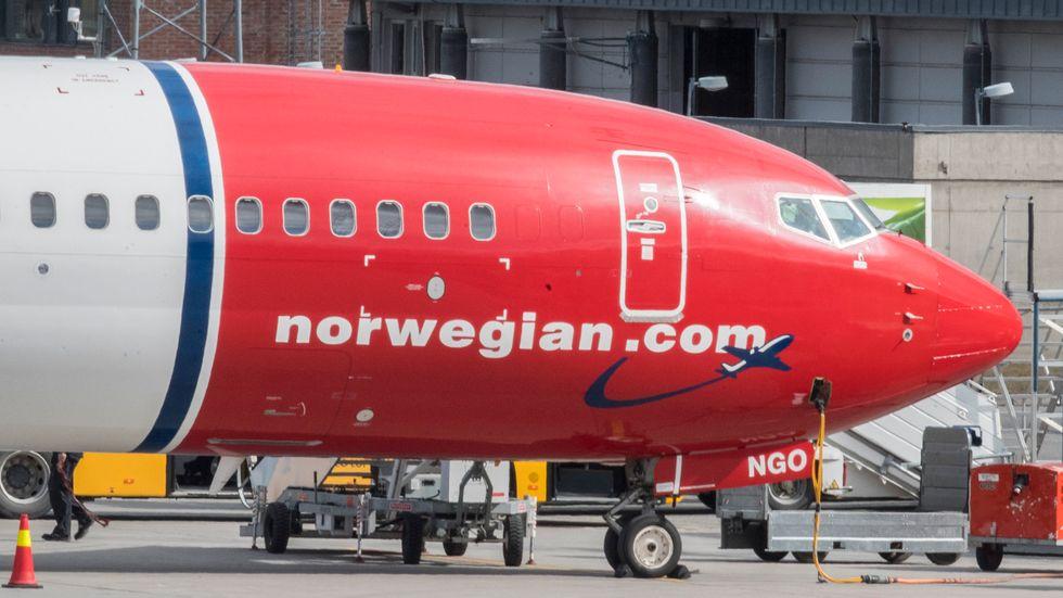 Det norska lågprisflygbolaget Norwegian lägger ned ett antal linjer samt sex baser för att minska kostnaderna. Arkivbild.