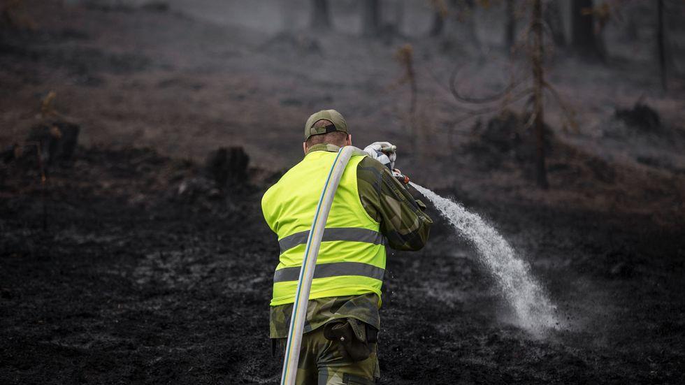 Juli 2018. Personal från hemvärnet hjälper till att släcka skogsbranden vid Älvdalens skjutfält.