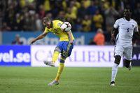 Ola Toivonen skjuter målet som tog Sverige ett steg närmare VM.