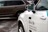 En delvis självkörande Volvo i ett testprojekt i Göteborg. Nu fortsätter Volvo satsningen på självkörande taxi i Kina. Arkivbild.