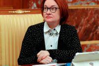 Rysslands centralbank, med chefen Elvira Nabjullina, höjer oväntat styrräntan för att bromsa inflationen. Arkivbild.