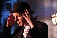 """Andreas Boonstra i """"Jag klarar mig (hur är det själv?)"""" på Moment:teater."""