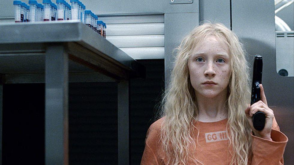 Hanna, ännu en ung actionhjältinna, spelas av Saoirse Ronan.