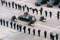 Den avlidne kongresspolisen Brian Sicknick hedrades i Washington i februari.