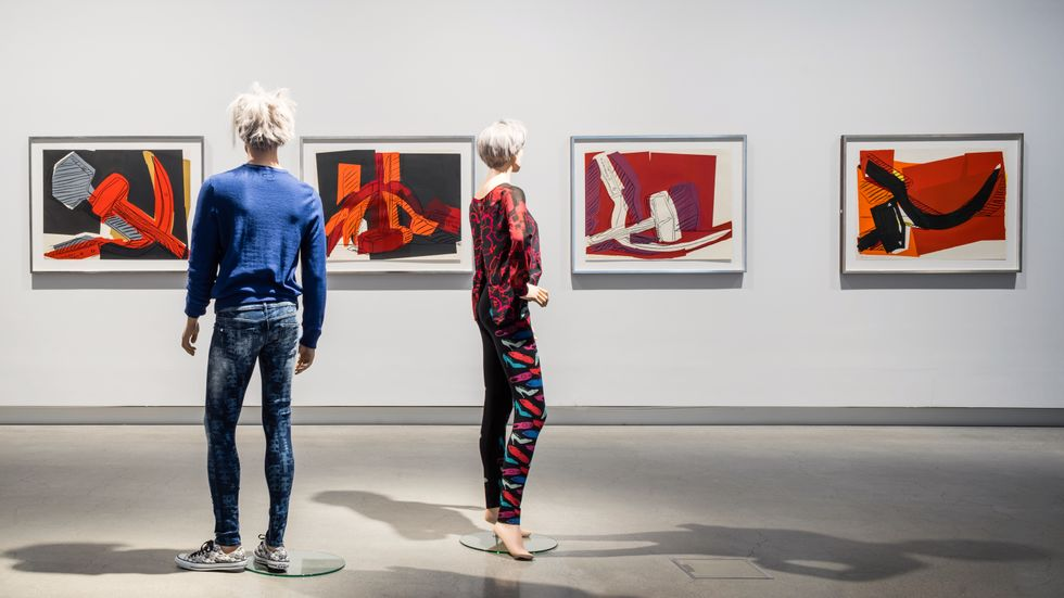"""Andy Warhol, """"Hammer & sickle"""", 1977, i utställningen på Artipelag."""