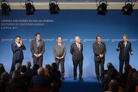Ledarna för flera EU-länder som på lördagen möttes i Lissabon. Frankrikes president François Hollande i mitten.