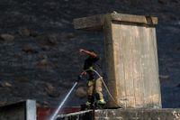 Raketer avfyrade från Libanon orsakade mindre markbränder på israelisk mark under onsdagen.