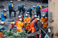 Räddningsarbetare fortsätter söka efter överlevare i japanska Atami.